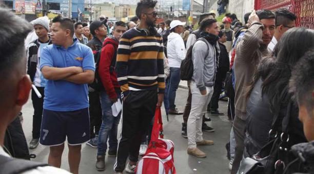 Con maleta de sue os para entrar al aucas ltimas noticias for Puerta 20 estadio racing