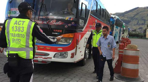 Los buses de las terminales de Quito se someten a un control