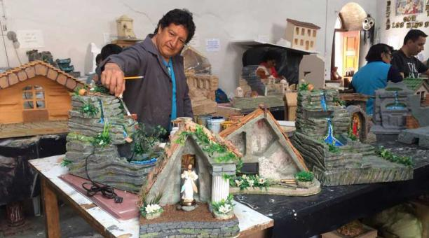 d15399cf693 Alberto Ávila es el maestro del taller  trabaja en la Casa de la Cultura.