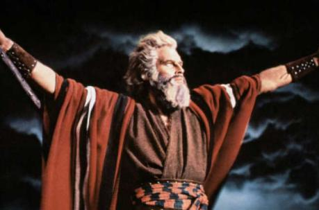 Charlton Heston en una escena de la cinta  'The Ten Commandments' (1956). Foto: IMDB