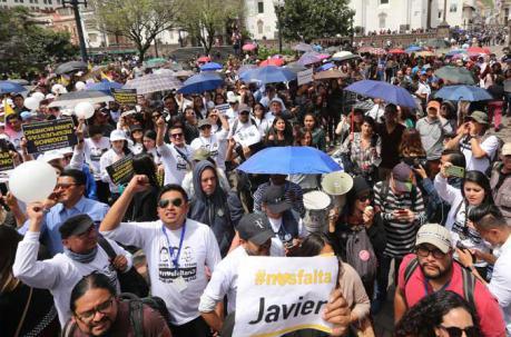 Familiares y amigos de Efraín Segarra, Paúl Rivas y Javier Ortega organizan una manifestación pacífica para este jueves 19 a las 17:30. Foto: Diego Pallero / ÚN